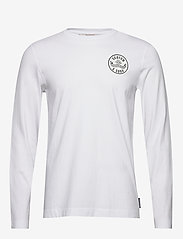 Scotch & Soda - Organic cotton longsleeve tee with chest artwork - basic t-shirts - white - 0