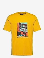 Scotch & Soda - Seasonal artwork tee - short-sleeved t-shirts - explorer yellow - 0