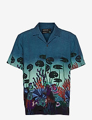 Scotch & Soda - TENCEL™ shirt with hawaiian details and placement print - chemises à manches courtes - combo a - 0