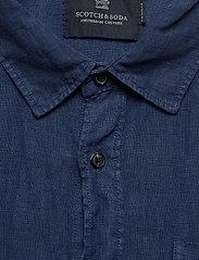 Scotch & Soda - REGULAR FIT- Garment-dyed linen shortsleeve shirt - basic skjorter - denim blue - 2