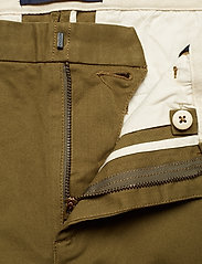 Scotch & Soda - Ams Blauw Stuart chino with belt in stretch peached quality - chinos - military green - 2