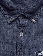 Scotch & Soda - Ams Blauw regular fit denim shirt with pochet pocket detail - peruspaitoja - indigo blue - 2