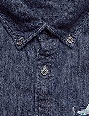 Scotch & Soda - Ams Blauw regular fit denim shirt with pochet pocket detail - podstawowe koszulki - indigo blue - 2