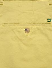 Scotch & Soda - Mid length - Classic chino short in pima cotton quality - chinos shorts - bamboo yellow - 4