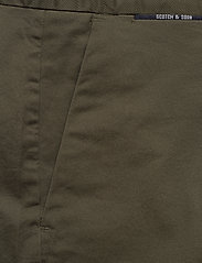 Scotch & Soda - Mid length - Classic chino short in pima cotton quality - chinos shorts - military - 2