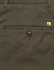 Scotch & Soda - Mid length - Classic chino short in pima cotton quality - chinos shorts - military - 4