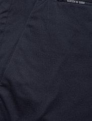 Scotch & Soda - Mid length - Classic chino short in pima cotton quality - chinos shorts - night - 2