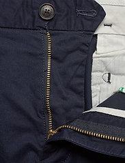 Scotch & Soda - Mid length - Classic chino short in pima cotton quality - chinos shorts - night - 3