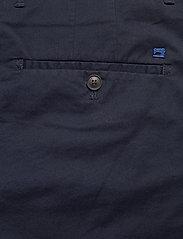 Scotch & Soda - Mid length - Classic chino short in pima cotton quality - chinos shorts - night - 4
