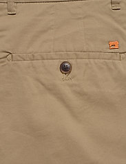 Scotch & Soda - Mid length - Classic chino short in pima cotton quality - chinos shorts - sand - 4