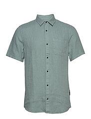 REGULAR FIT- Shortsleeve garment -dyed linen shirt - EMERALD