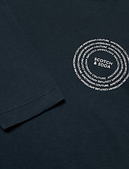 Scotch & Soda - Organic cotton longsleeve tee with chest artwork - t-shirts basiques - night - 2