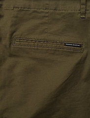 Scotch & Soda - Regular fit chino, sold with a belt - chinos - military - 4