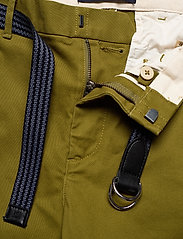 Scotch & Soda - Stuart peached twill chino with give away belt - chinos - military green - 3