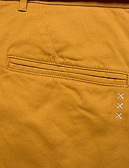 Scotch & Soda - Stuart peached twill chino with give away belt - chinos - sandlewood - 4