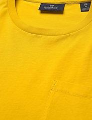 Scotch & Soda - Fabric dyed pocket tee - basic t-shirts - explorer yellow - 2