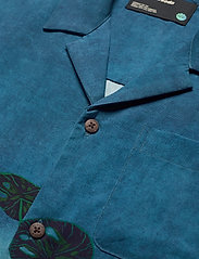 Scotch & Soda - TENCEL™ shirt with hawaiian details and placement print - chemises à manches courtes - combo a - 3
