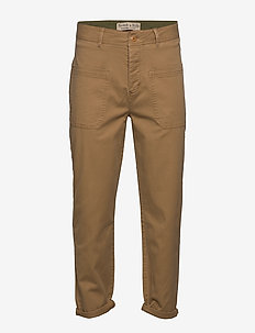 Loose cropped pant with patched-on pockets - SANDSTONE