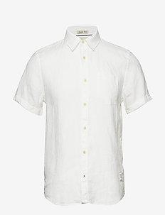 REGULAR FIT- Garment-dyed linen shortsleeve shirt - basic skjorter - denim white