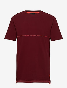 Club Nomade signature pique tee in oversize fit - kortermede t-skjorter - nomade red