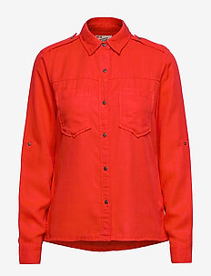 Workwear inspired shirt in drapy quality - RESQUE RED