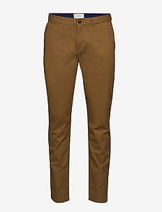 Stuart - Classic regular slim fit chino - chinos - walnut