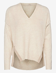 Fuzzy v-neck knit with side slits - tröjor - ivory melange