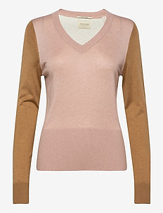 Lightweight knit with fitted waist and v-neck - tröjor - combo o