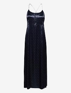 Summer slip dress in wave jacquard quality - kveldskjoler - night