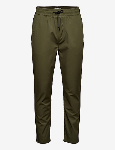 FAVE- Lightweight chino in jogger styling in organic cotton - chinos - army