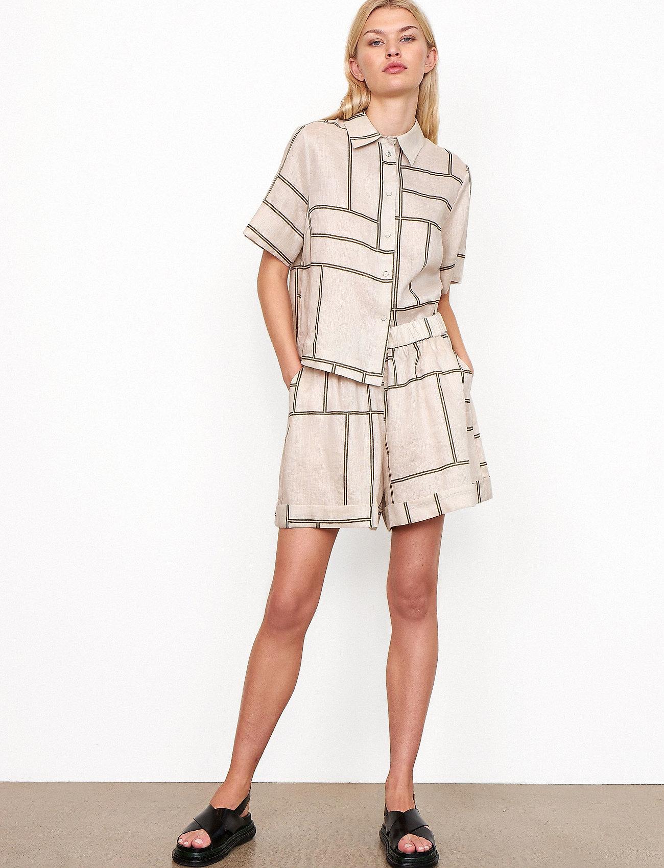 Second Female - Laval Shorts - casual shorts - parchment - 0