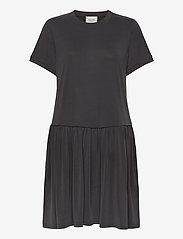 Second Female - Rayes Tee Dress - korte kjoler - black beauty - 0