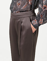 Second Female - This elegant trousers are made from a luxurious po lyester s - bukser med lige ben - sea turtle - 3