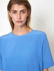 Second Female - Tonga Silk SS T-Shirt - t-shirts - blue bonnet - 3