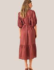 Second Female - Aimee SS Midi Dress - midi kjoler - henna - 4