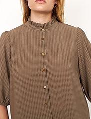 Second Female - Tara SS Shirt - kortärmade blusar - stone green - 3