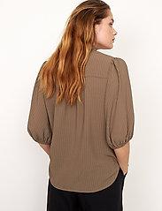 Second Female - Tara SS Shirt - kortärmade blusar - stone green - 5