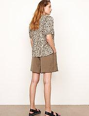 Second Female - Minga Shorts - casual shorts - stone green - 4