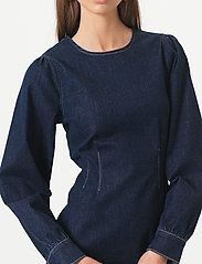 Second Female - Antoinet Dress - fodralklänningar - dark blue denim - 3