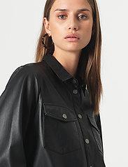 Second Female - Gitte Leather Shirt - langærmede skjorter - black - 3