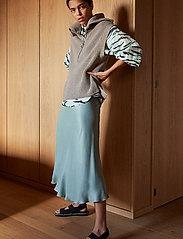 Second Female - Nola Knit Vest - stickade västar - humus - 0