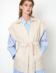 Second Female - Hilla Waistcoat - stickade västar - cement - 4