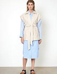 Second Female - Hilla Waistcoat - stickade västar - cement - 5