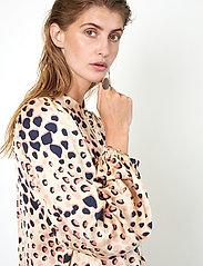 Second Female - Amur Shirt - långärmade blusar - cement - 3