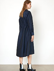 Second Female - Calypso Coat Dress - vardagsklänningar - deep well - 6