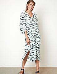 Second Female - Tiger Midi Dress - sommarklänningar - clearly aqua - 4