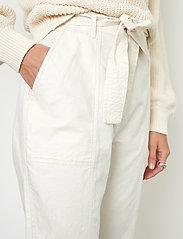 Second Female - Selene New Track Trousers - raka byxor - white swan - 3