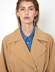 Second Female - Silvia New Trenchcoat - trenchcoats - tiger`s eye - 4