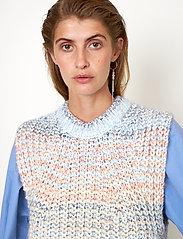 Second Female - Elsa Knit Vest - stickade västar - brunnera blue - 0