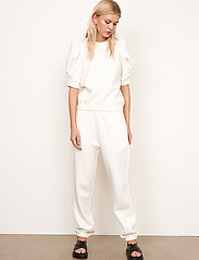 Second Female - Miami Sweat Tee - t-shirts - off white - 5